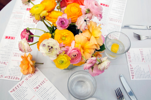 High angle view of flower vase with menus and water glasses on restaurant tableの写真素材 [FYI03688632]