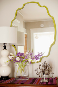Mirror on wall at homeの写真素材 [FYI03689180]