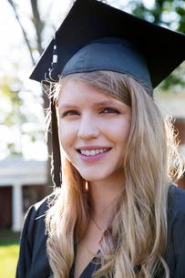 Close-up of cheerful woman in graduation gownの写真素材 [FYI03690601]
