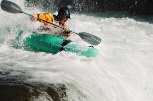 Whitewater kayaker descending waterfall rapidsの写真素材 [FYI03691338]