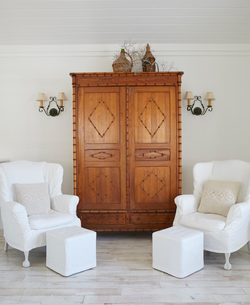 Armchairs and cupboard against wall in luxury cottageの写真素材 [FYI03691749]