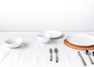 High angle view of crockery and silverware arranged on table against wallの写真素材 [FYI03693568]