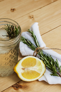 Close-up of lemonade with lemon and rosemary on tableの写真素材 [FYI03693661]