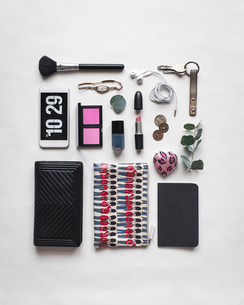 High angle view of personal accessories arranged on white backgroundの写真素材 [FYI03695778]