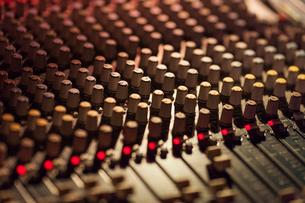 Close-up of sound mixer at studioの写真素材 [FYI03698124]