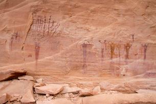 Tribal art on rockの写真素材 [FYI03699836]