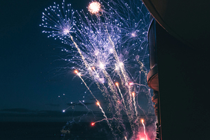 Low angle view of firework display in sky at nightの写真素材 [FYI03699966]