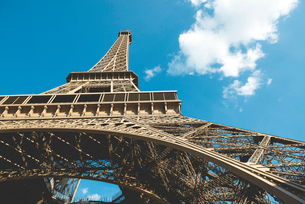 Low angle view of Eiffel Tower against sky on sunny dayの写真素材 [FYI03701037]