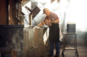 Chef making sausage in kitchenの写真素材 [FYI03701510]