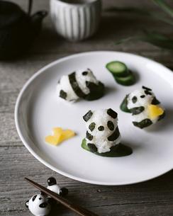 High angle view of panda shaped onigiri on plateの写真素材 [FYI03702801]