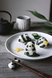 Close-up of panda shaped onigiri on plateの写真素材 [FYI03702813]