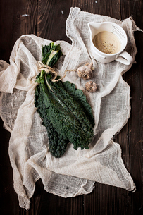 Overhead view of Lacinato Kale with spices on wooden tableの写真素材 [FYI03703150]