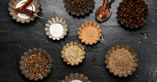Overhead view of various spices in bowls on tableの写真素材 [FYI03703215]
