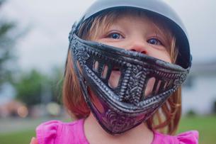 Close-up of cute girl wearing sports helmetの写真素材 [FYI03703931]