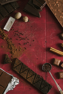 High angle view of chocolate and ingredients on tableの写真素材 [FYI03705340]