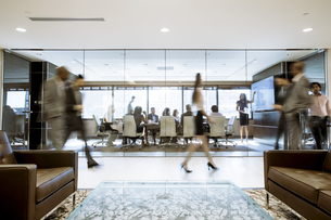 Business people in officeの写真素材 [FYI03707675]