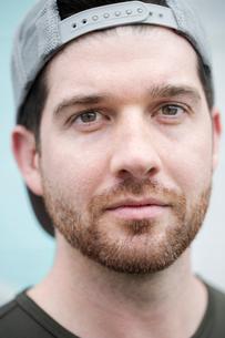 Close-up portrait of handsome confident man wearing capの写真素材 [FYI03708365]