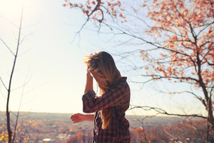 Side view of woman against sky during autumnの写真素材 [FYI03709467]