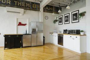 Interior of modern office kitchenの写真素材 [FYI03709822]