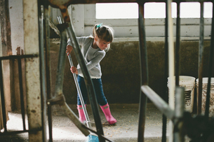 Girl sweeping in stableの写真素材 [FYI03713602]