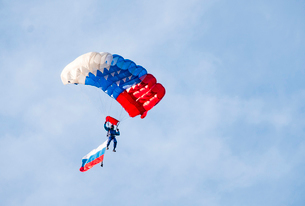Low angle view of paraglider paragliding with Russian Flag against skyの写真素材 [FYI03716272]