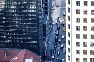 ロックフェラーセンター(トップ・オブ・ザ・ロック)から見る交通の写真素材 [FYI03716814]