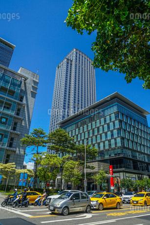 台湾・台北の街並みと青空の写真素材 [FYI03717575]