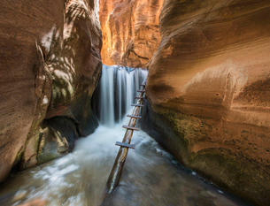 Idyllic view of waterfall at Kanarraville Creekの写真素材 [FYI03717851]