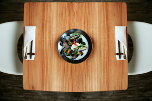 Overhead view of seafood served on wooden table at restaurantの写真素材 [FYI03719630]