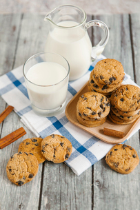 High angle view of cookies and milk on tableの写真素材 [FYI03720562]