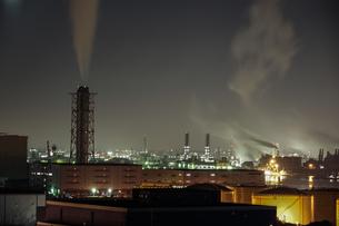 川崎マリエン(神奈川県川崎市)から見える京浜工業地帯の写真素材 [FYI03722783]
