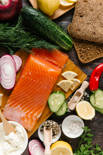 Close-up of salmon with vegetables on tableの写真素材 [FYI03723107]