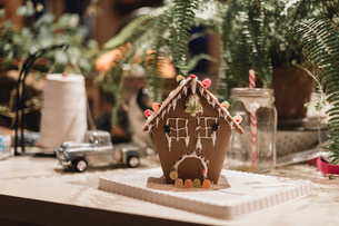 Close-up of decorated gingerbread house on table during Christmas at homeの写真素材 [FYI03724958]