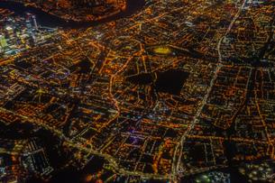 飛行機から見えるロンドンの夜景の写真素材 [FYI03726757]