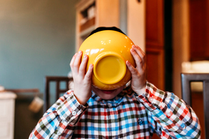 Close-up of boy having food at homeの写真素材 [FYI03727968]