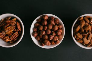 Overhead view of dried fruits in bowls on tableの写真素材 [FYI03728425]
