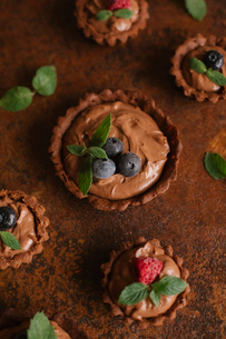 Close-up of tart on tableの写真素材 [FYI03728435]