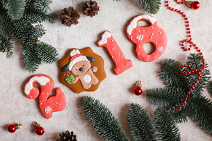 High angle view of Christmas decorations with cookies on tableの写真素材 [FYI03728436]