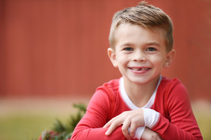 Close-up portrait of smiling boy during Christmasの写真素材 [FYI03728776]