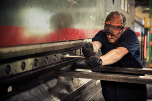 Manual worker using t wrench in metal industryの写真素材 [FYI03729365]