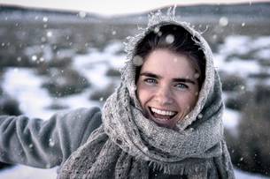 Close-up portrait of cheerful woman during winterの写真素材 [FYI03733648]