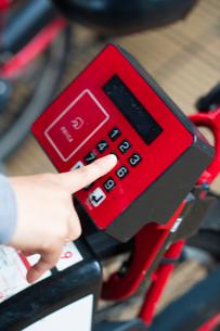 自転車のシェアリングサービスの写真素材 [FYI03736501]