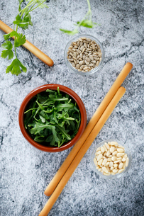 Overhead view of breadsticks with parsley and seeds on tableの写真素材 [FYI03738229]
