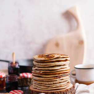 Stack of pancakes on woodの写真素材 [FYI03739263]