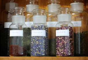 Close-up of spices in jars on shelfの写真素材 [FYI03740192]
