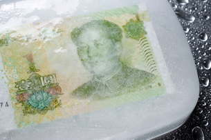 Close-up of frozen Chinese currency on tableの写真素材 [FYI03743175]