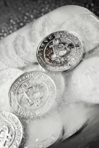 Overhead view of frozen bitcoins on tableの写真素材 [FYI03745870]