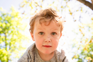 Close-up portrait of cute boy at parkの写真素材 [FYI03746124]