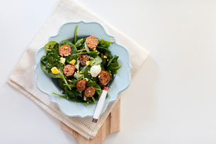 Overhead view of salad served in plate on table at homeの写真素材 [FYI03747032]