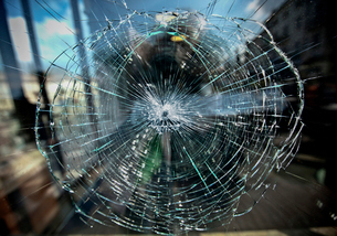 Close-up of broken windowの写真素材 [FYI03747326]